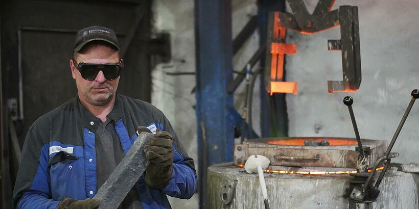 Zeugen gesucht! Diebe haben 2 Tonnen Bronze aus unserer Eisengießerei gestohlen.